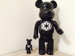 En 100 % og en 400 % Star Wars bearbrick