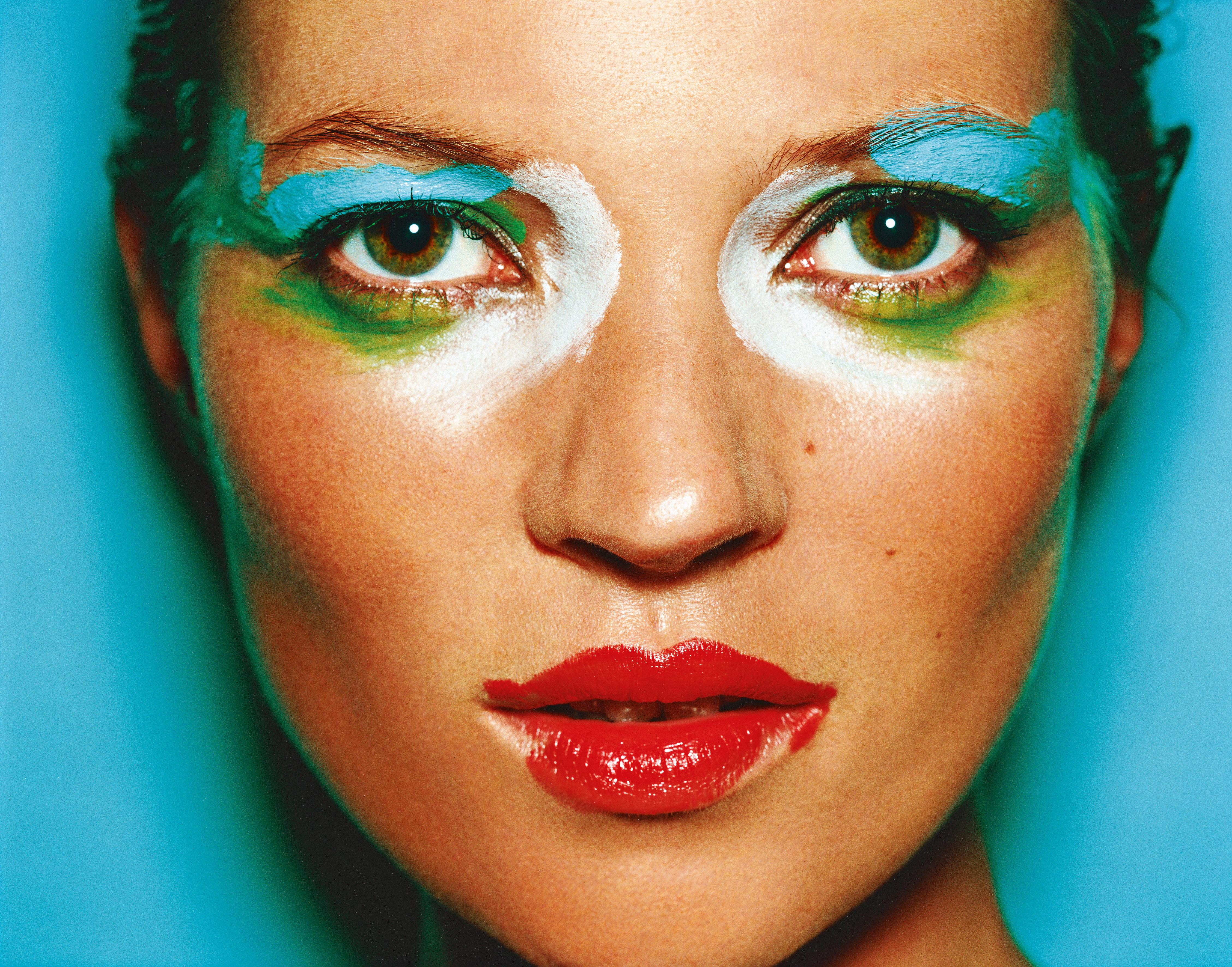 6-Kate-Moss-London-2002-c-Mario-Testino